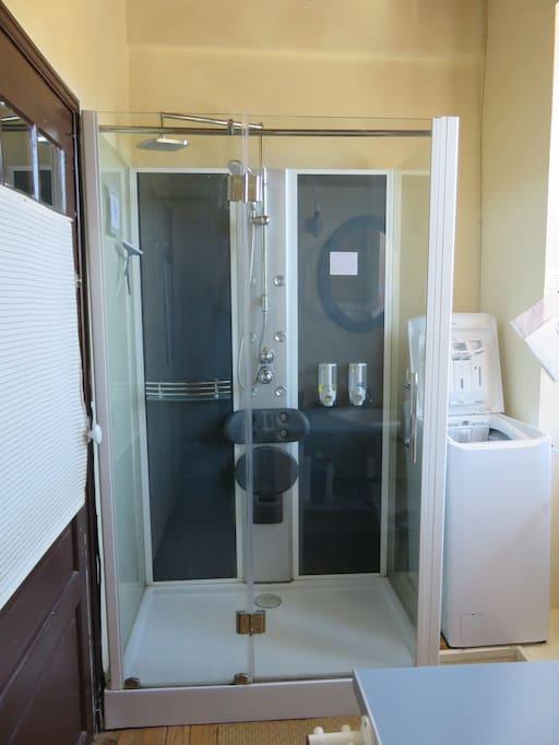 Salle d'eau et lave llinge