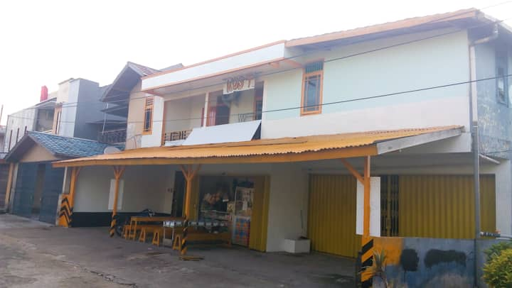 "Home Stay / Hostel ""KOST DTA Pontianak"""