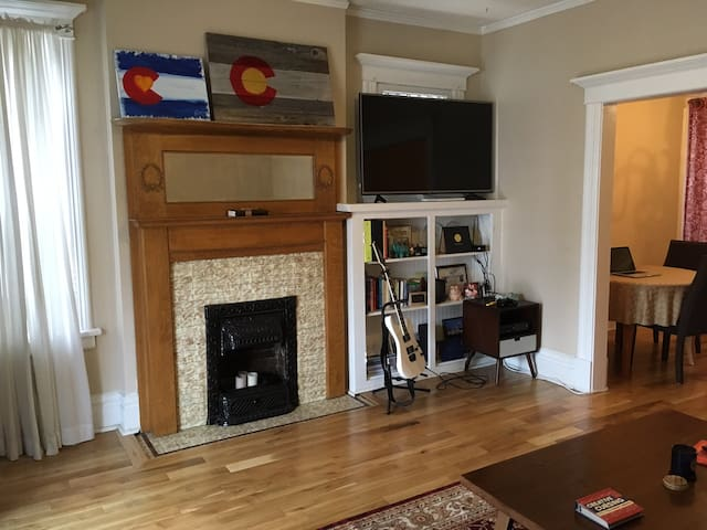 Beautiful 1890s Condo in the heart of Capitol Hill - Ντένβερ - Συγκρότημα κατοικιών