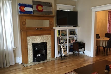 Beautiful 1890s Condo in the heart of Capitol Hill - Денвер - Кондоминиум