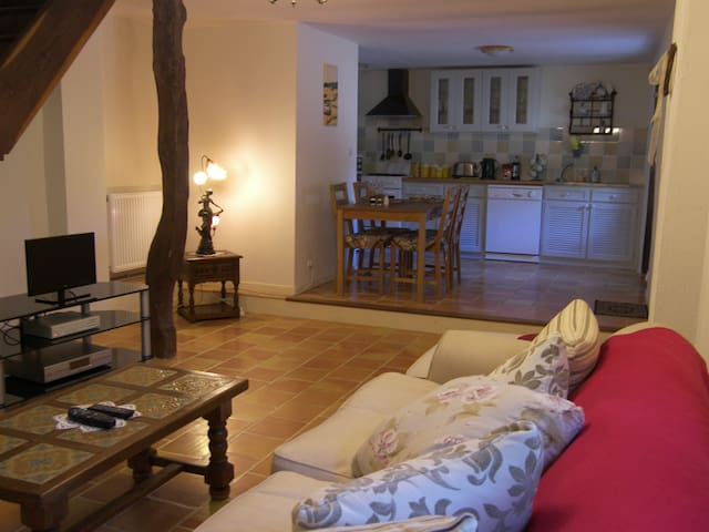 Poppy Cottage, 2 bedroom gite - Saint-Maurice-des-Lions