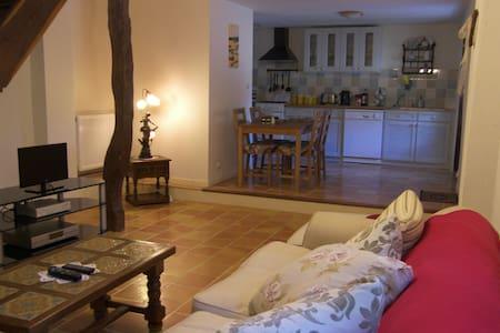 Poppy Cottage, 2 bedroom gite - Saint-Maurice-des-Lions - Haus