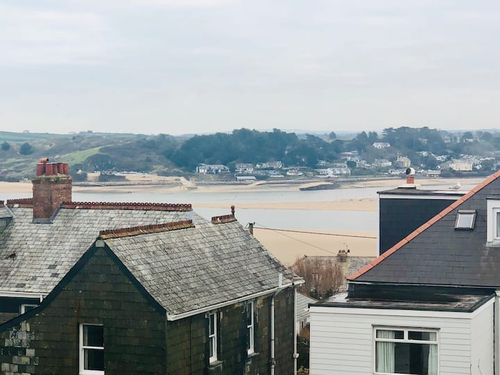 Beautiful 2 bed, 2 bath cottage with estuary views