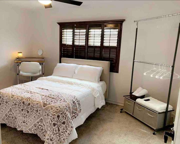 Cozy Private Bedroom - easy access IH-10/375/US 54
