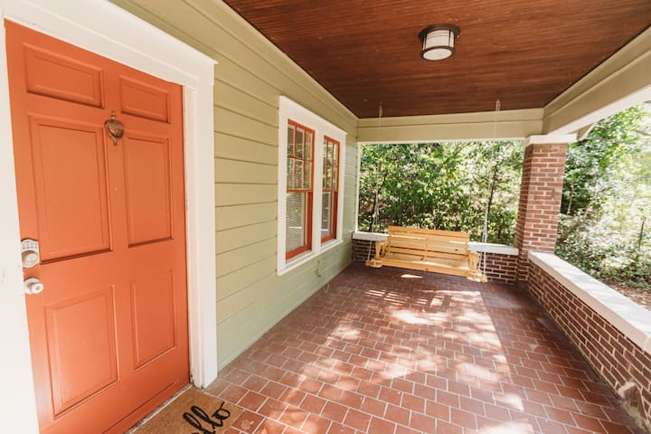 The Hillside Hearthstone Sleeps 6+ pets OK!