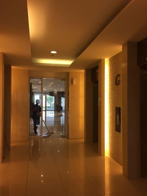 AMENITIES: Elevator Lobby