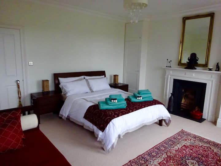 Brilliant Kingsize Room with private bathroom