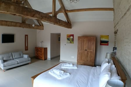 Chalk Barn at Buttle Farm - 3 superking bedrooms - Compton Bassett - Hus