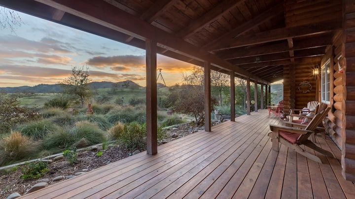 Secluded Log Home Retreat on 35 acres with views