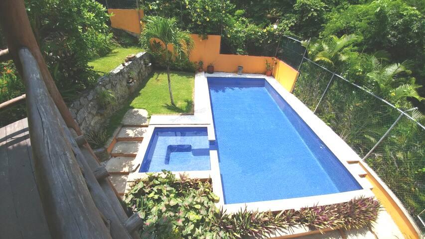 Casa Privada frente a parque en Ixtapa