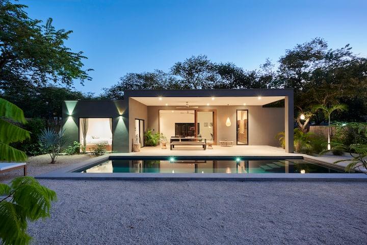 Villa Ethir: luxurious modern 3BR with  ocean view