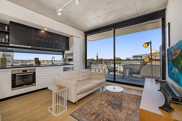 Prime Location near Richmond Cafes, Trams and MCG