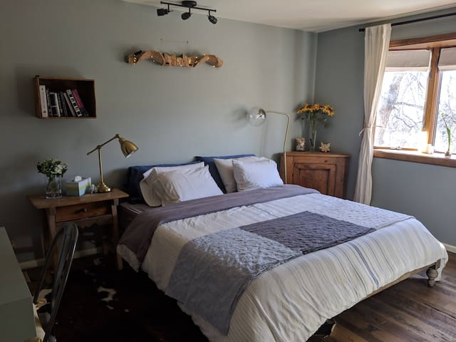 Bright farm-stay in the heart of Golden