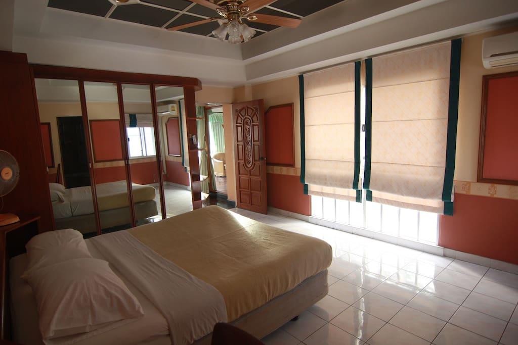 Room 306 master bed room