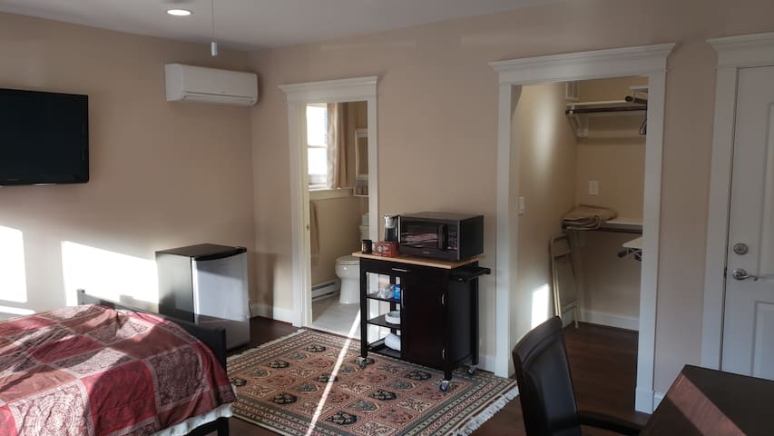 Loft (Private entrance), 5 min to METRO CLARENDON