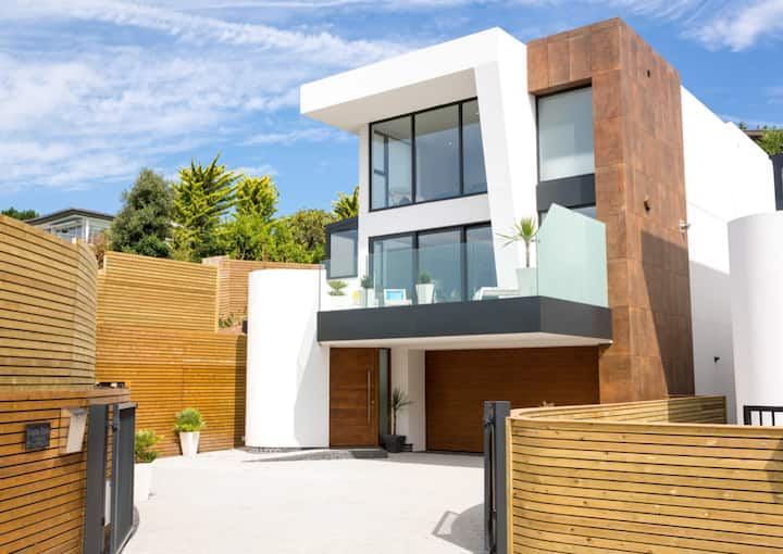 New Villa with Sea views in Sandbanks sleeps 10