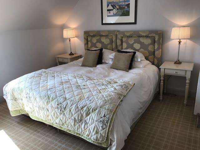 Luxury loch side accommodation Room 6