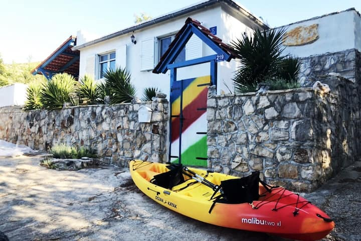 "Beach Cottage ""Lento"" & Boat House & Tandem Kayak"