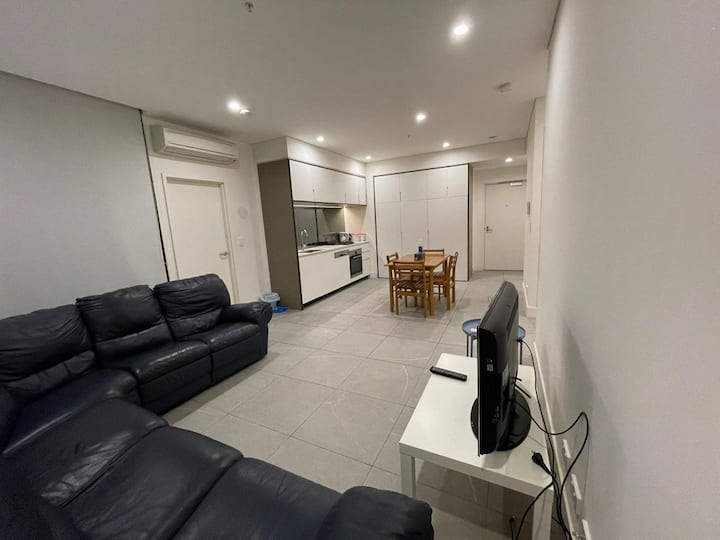 New Spacious 2 Bdm Apt near Parramatta river