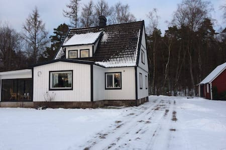 Charming house by the woods! - Röke - Casa