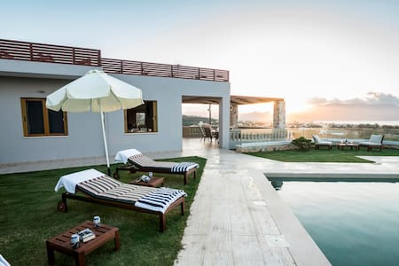Villa Lady Dafni with Ocean View - Μάλεμε - Casa de campo
