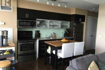 Beautiful & Bright One Bdrm + Den w/ Large Balcony - Toronto - Condominium