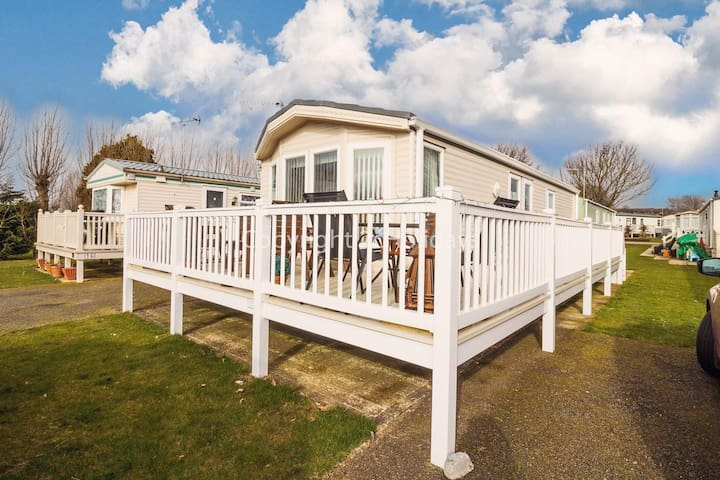 Luxury holiday home for hire at Manor park in Hunstanton Norfolk ref 23014W