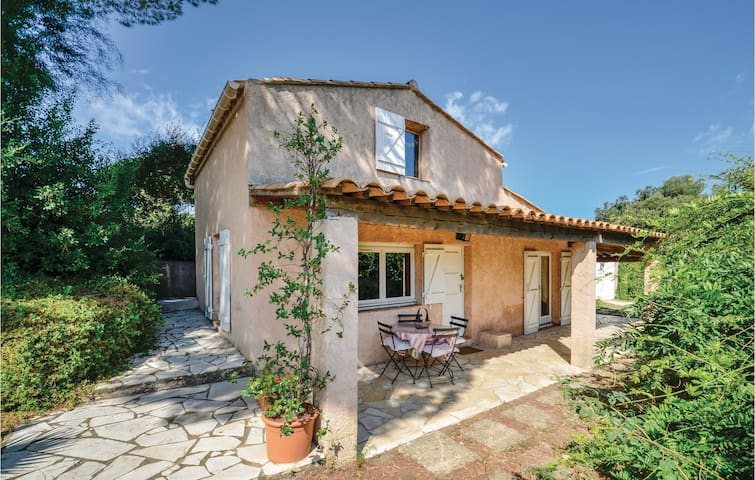Holiday cottage with 2 bedrooms on 50m² in Sainte Maxime