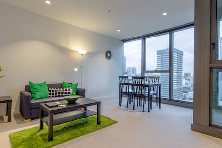 Modern NEW Apartment Melbourne Central + NBN WIFI