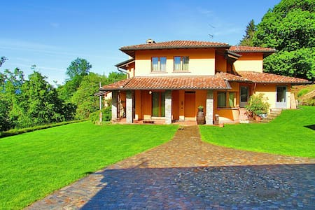 Italia: cozy room  near the lakes and the Swiss - Marchirolo - Villa