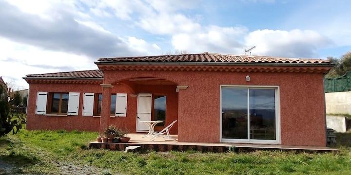Maison avec vue ds un village typique de l'Ardeche