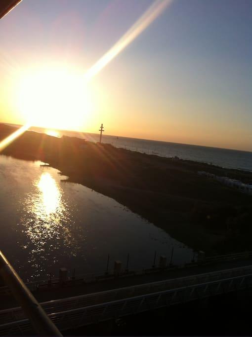Profitez le coucher soleil de votre terrasse..
