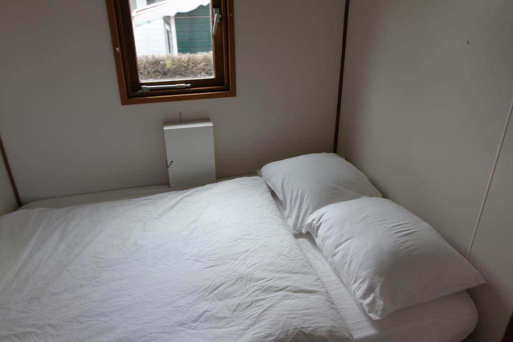 Bedroom for one adult or two smaller children / slaapkamer voor een volwassen of 2 kleine kinderen.