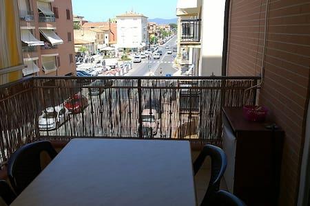 Appartamento centrale, 50 mt dalla spiaggia - Marina di Grosseto - Apartment