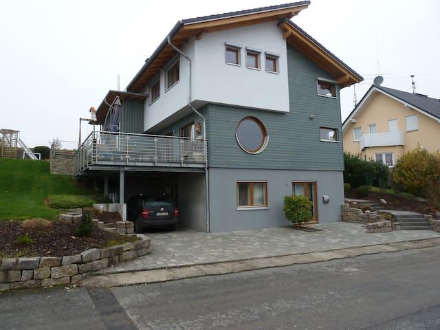 Tolles gemütlich, modernes Wohnhaus in toller Lage - Hadamar - Huis