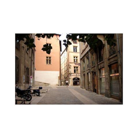 Studio vieux Lyon, Saint Jean