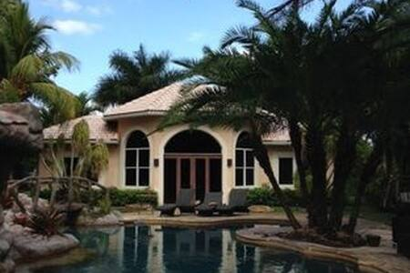 A west Ft. Lauderdale hideaway - 戴维(Davie) - 独立屋