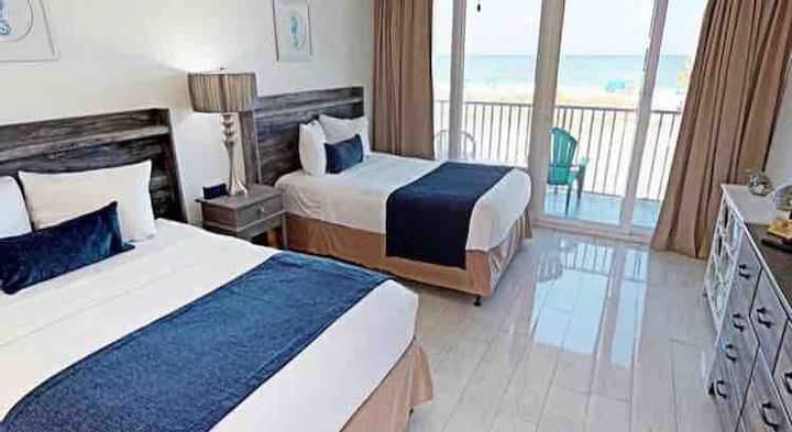 Ocean View Queen Bed Suite w/ Private Balcony