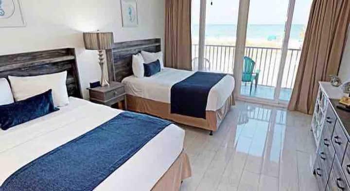 Ocean View Queen Bed Suite w/ Private Balcony
