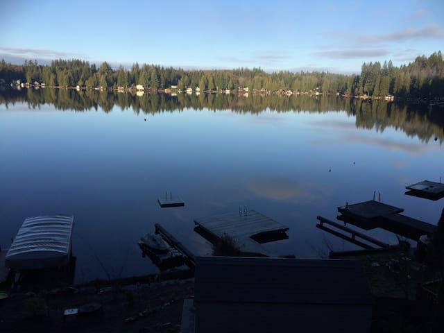 Lake front haven at Lake Roesiger