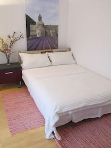 Nice Room, good traffic connect. to fair /airport - Frankfurt am Main