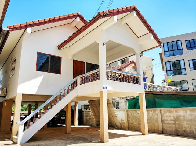 Big Balcony House, Quiet Road: Walk To Kata Beach
