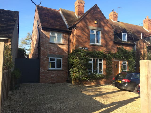 Spacious, light family home close to Oxford&London - Great Milton - Casa