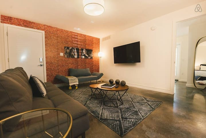 Capri VI Urban 1BR in the Arts District of Phoenix