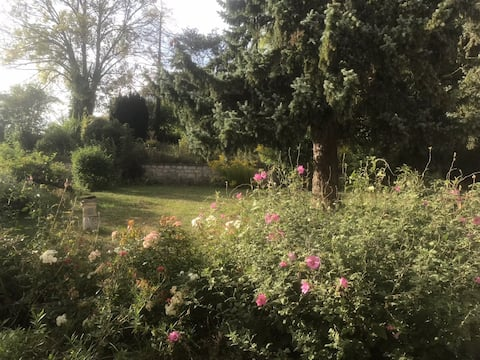 Chambre privée dans joli village de campagne