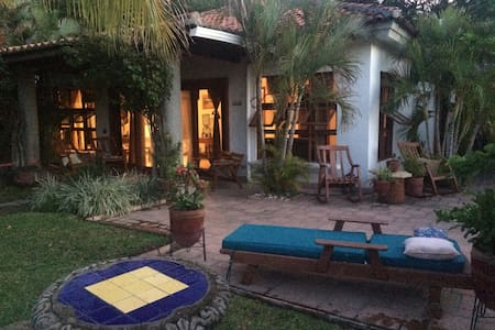 Charming garden Casita located in Rancho Santana - Popoyo - บ้าน