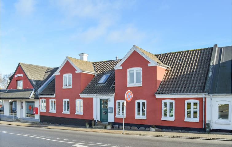 Holiday cottage with 4 bedrooms on 175m² in Bindslev