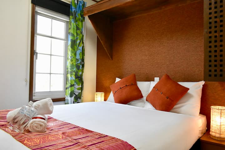 Mojo Lodge: Double room with private bathroom