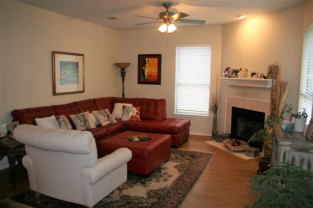 Large comfortable living room to relax in after a fun-filled day in Austin!