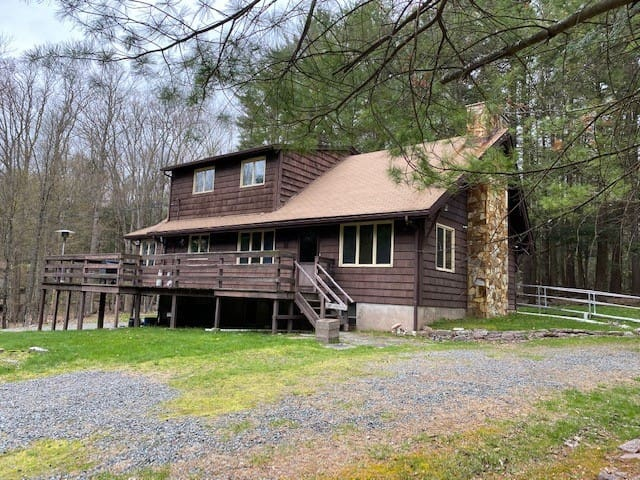 Lake Wallenpaupack Home for Family Oriented Stay